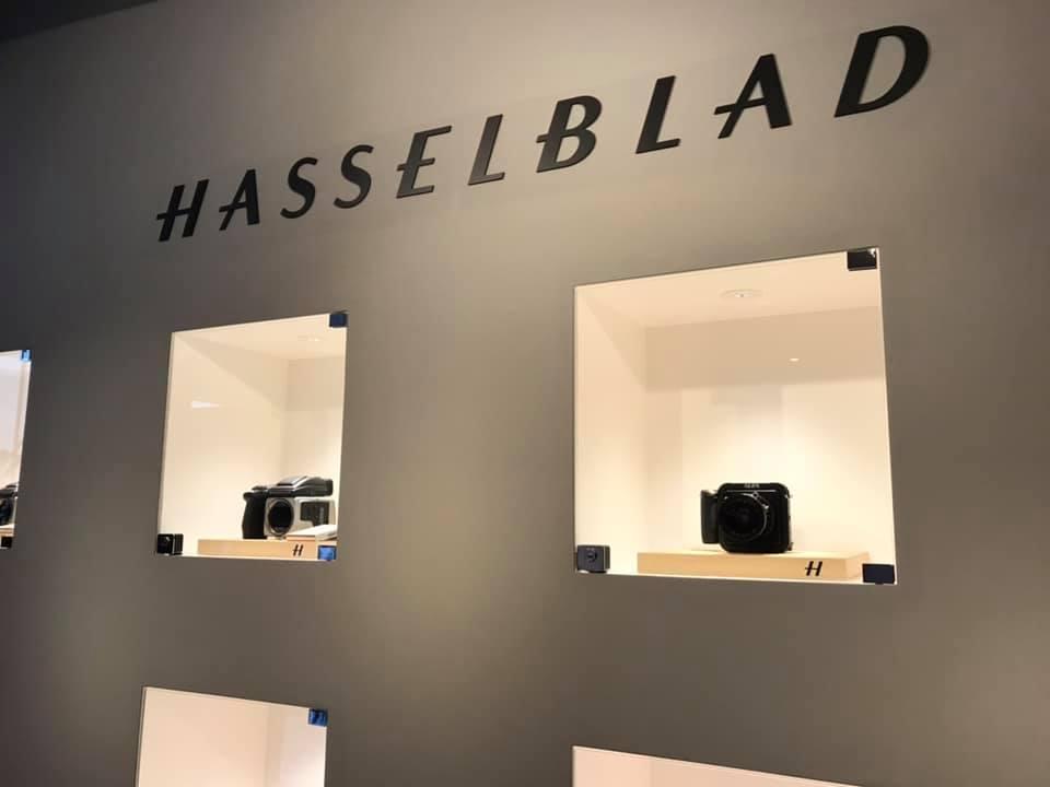 カメラ好きの憧れ「ハッセルブラッド」スタジオにて、メンバー写真撮影!